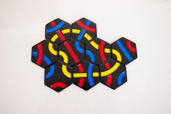 Al introducir la novena ficha, el objetivo es formar un circuito amarillo.
