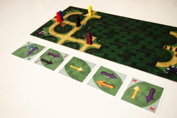 En la segunda fase, Resolución, se descubren las cartas de la línea del tiempo para mover a los samuráis. Las losetas del bosque se descubren a medida que avanzan.